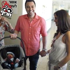 ליאור נרקיס ו-ספיר וענונו עם התינוק החדש